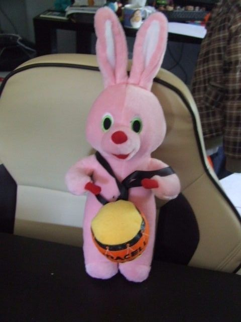 DURACELL -- COLLECTION  PELUCHE  LAPIN ROSE 40 cm