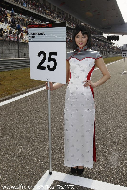 Dazzling cheong-sam grid girls for Shanghai F1