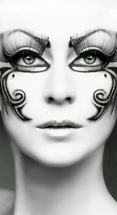 Artistic and Stunning  ❤'d by http://makeupartistrycairns.com.au/  #makeup #lashes #eye #inspiration
