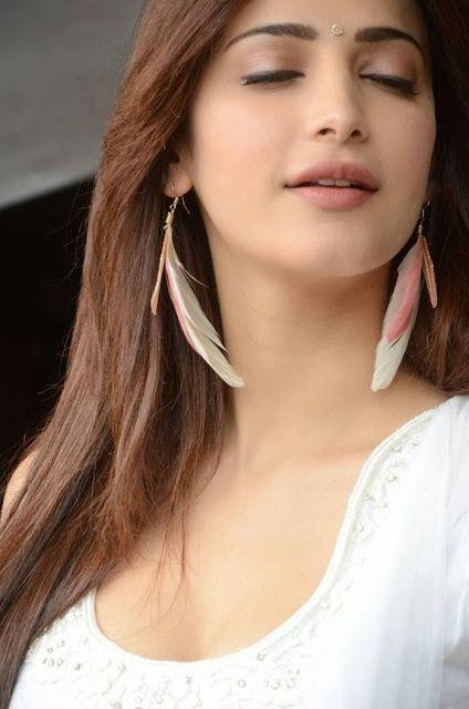 Stunning Shruti hassan Hot Portfolio Sexy Stills - Indian Stunning Actress
