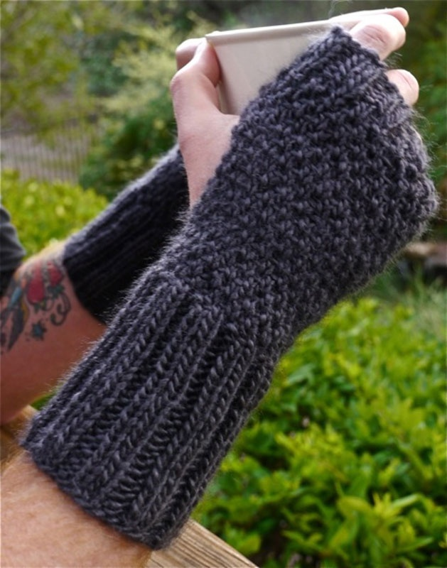 Knitted Hand Warmers Free Patterns : 151 best images about Knit Fingerless Mittens & Gloves on Pinterest Fai...