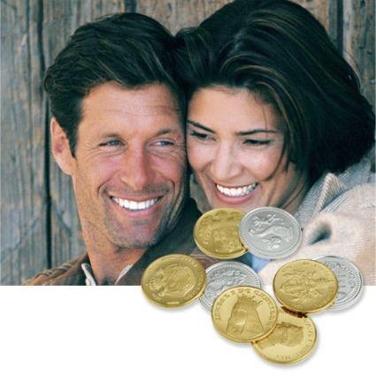 Las arras son trece monedas pequeñas en oro, plata o platino y algunas veces una de metal  que son bendecidas por el sacerdote antes de la velación. Se entregan en el día de la boda cuando se están en la celebración religiosa. Las arras tienen un significado diferente para cada religión.