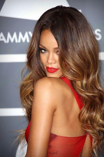 Long Hair - Style - Beauty   / Cabello largo  - Peinados