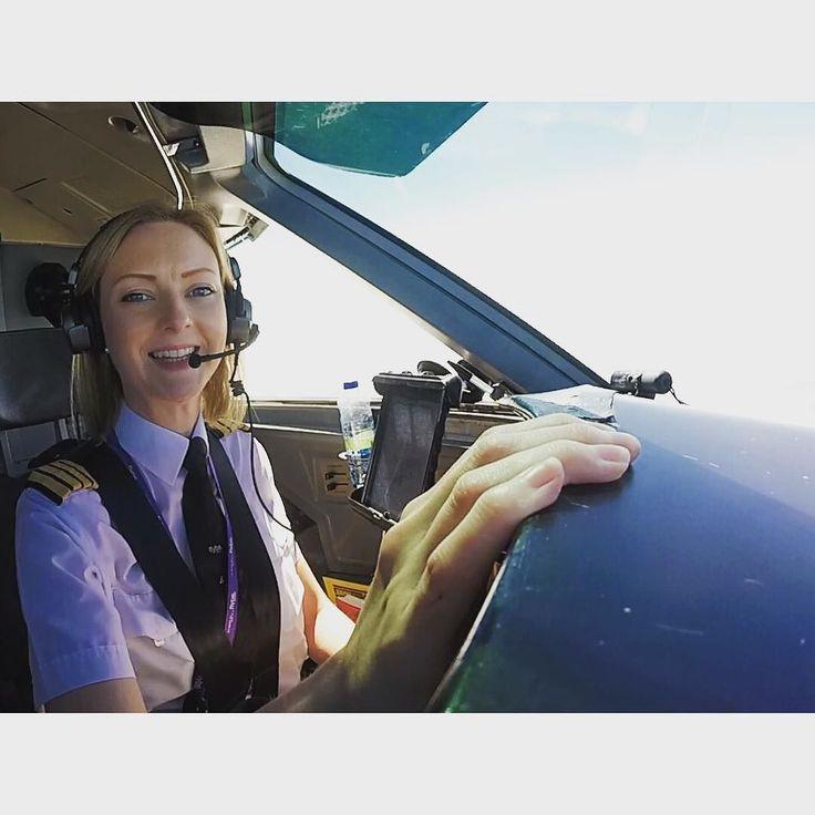 Taking it easy at 25000ft  #aviation #femalepilot #avgeek Lets connect on facebook: http://ift.tt/2gq1dB7