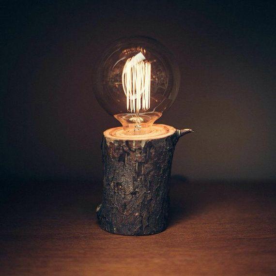Lampada in legno fatti a mano con la lampadina di Edison di BREVNO