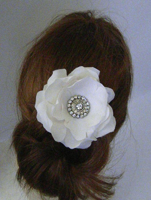 The 25+ best Bridal hair fascinators ideas on Pinterest | Wedding ...