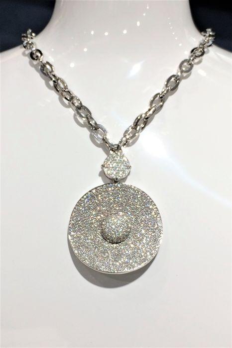 Centoventuno - Collier - 18 karaats vergulde - Diamond - 45 cm lengte  Exclusieve Italiaanse sieradenCollierWit goud 18kt/750hanger 55 mm x 39 mmketen 18kt white gold 45 cm lengte 1 link; 6.3mmx 95 mmhanger; bovenste cirkel 115 mm diam lagere cirkel 39mm diamNieuw!!ref03G30XPB706Diamanten652 witte diamanten totale 7.82ct briljant gesneden VVS kwaliteit kleur DEFwitgoud logo op de rug 18ktMet originele behuizing en certificaat34.4gr totaal gewichtGeregistreerde scheepvaart  EUR 2000.00  Meer…