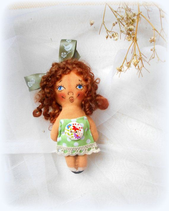 ..............IN ENGLISH................... PDF Sewing Tutorial Small Doll brooch. 31 Foto. Very detailed photo. You may sell your finished dolls. The original copy of the pattern or copies of may NOT be sold, shared or traded.