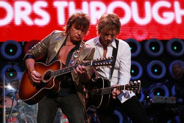 Richie Sambora Jon Bon Jovi Photos Photos - Guitarist/Singers Richie Sambora (L) and Jon Bon Jovi perform onstage during Live Earth New York at Giants Stadium on July 7, 2007 in East Rutherford, New Jersey. - Live Earth - Show