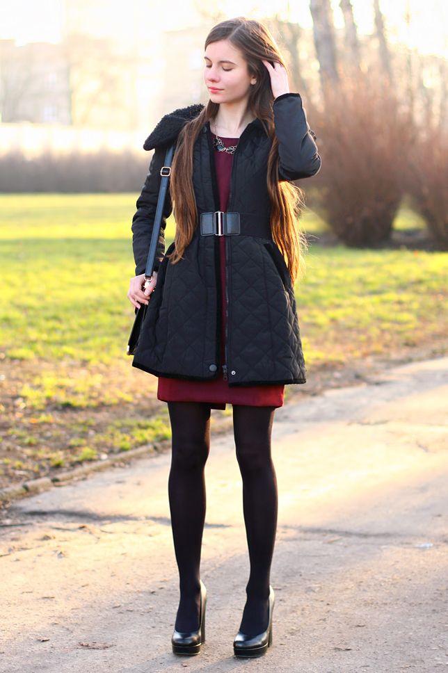 Czarna pikowana kurtka, bordowa sukienka i elegancka torebka   Ari-Maj / Personal blog by Ariadna Majewska #fetishpantyhose #pantyhosefetish #legs #heels #blogger #stiletto #pantyhose #collant #black