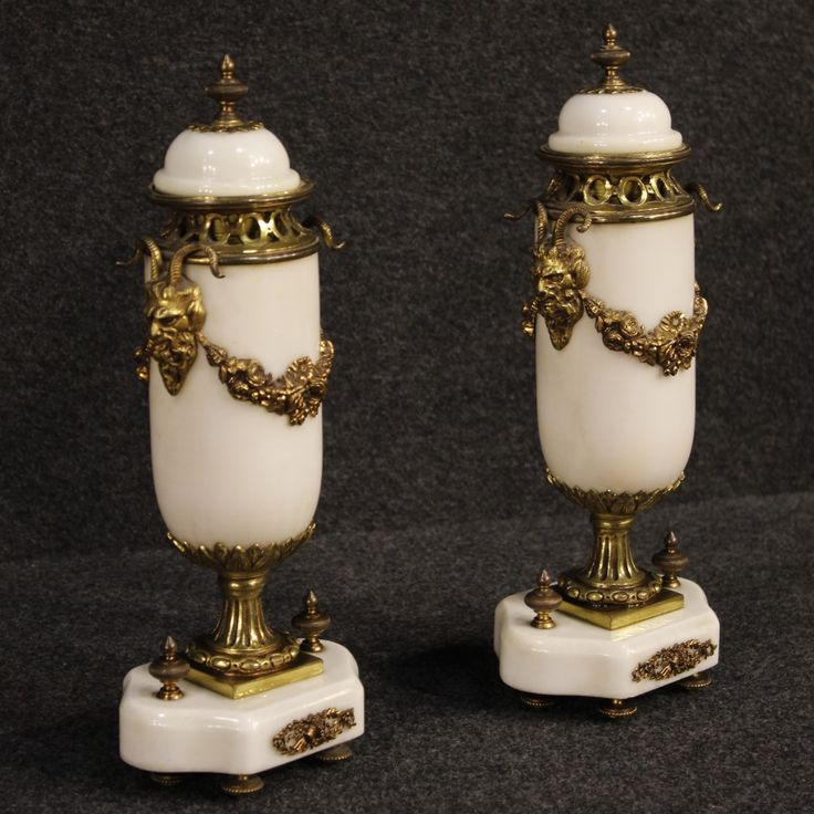 650€ Pair of French potish vases in marble with golden bronze decorations. Visit our website www.parino.it #antiques #antiquariato #furniture #collectibles #potish #vases #antiquities #antiquario #gold #golden #bronze #decorative #interiordesign #homedecoration #antiqueshop #antiquestore #marble