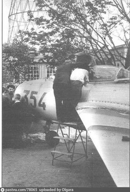 Ветераны Военно-Воздушных Сил России: МиГ-15 на телецентре на Шаболовке. Москва.1953,На ...
