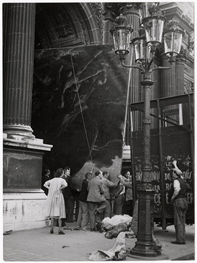 "1939  Evacuation of the Louvre Art Treasury – The ""Raft of the Medusa"" of Gericault evacuated from the Louvre in a truck that usually carries stage scenery, unidentified photographer."