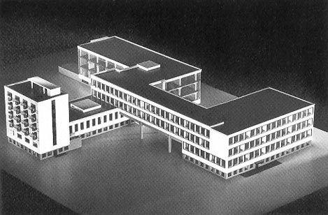 La Bauhaus - Dessau > 1925-changement de lieu TOURNANT PR BAUHAUS= gde reforme + arrive KANDINSKY qui associé les FORMES et les COULEURS.