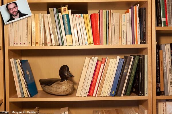 JEAN-SIMON DESROCHERS | Bibliothèque, canard antique. Ma femme le trouve horrible. Suis d'accord. Très laid. Je l'aime bien. | Photo: Maxyme G. Delisle