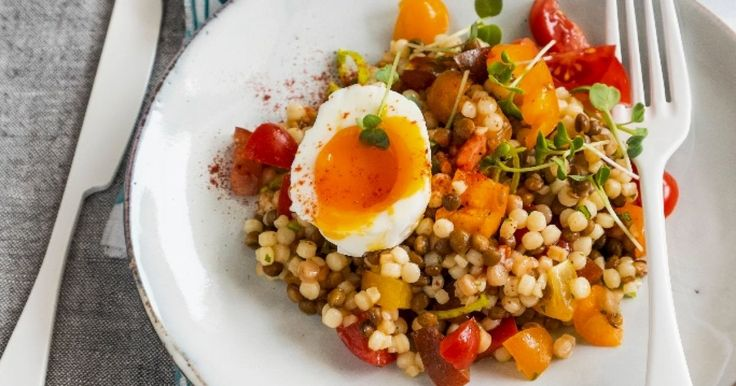 Pripravte si recept na Šalát s tarhoňou a vajcom s nami. Šalát s tarhoňou a vajcom patrí medzi najobľúbenejšie recepty. Zoznam tých najlepších receptov na online kuchárke RECEPTY.sk.