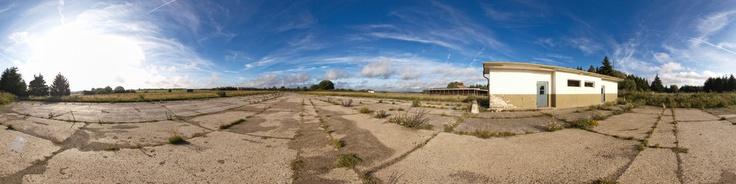 Dieses Panorama zeigt einen Teil des ehemaligen Truppenübungsplatzes Vogelsang und die Dreiborner Hochfläche. Für weitere Informationen besuchen Sie bitte: http://www.vogelsang-ip.de und http://www.dreiborner-hochflaeche.de