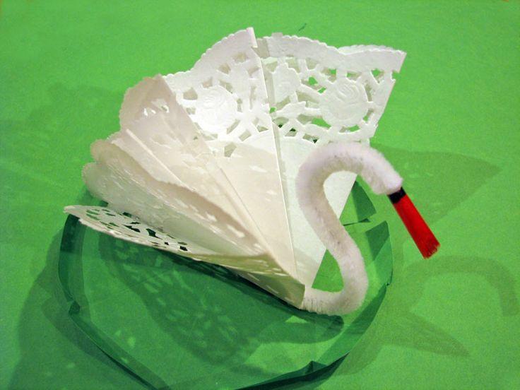 Labuť z papírové krajky