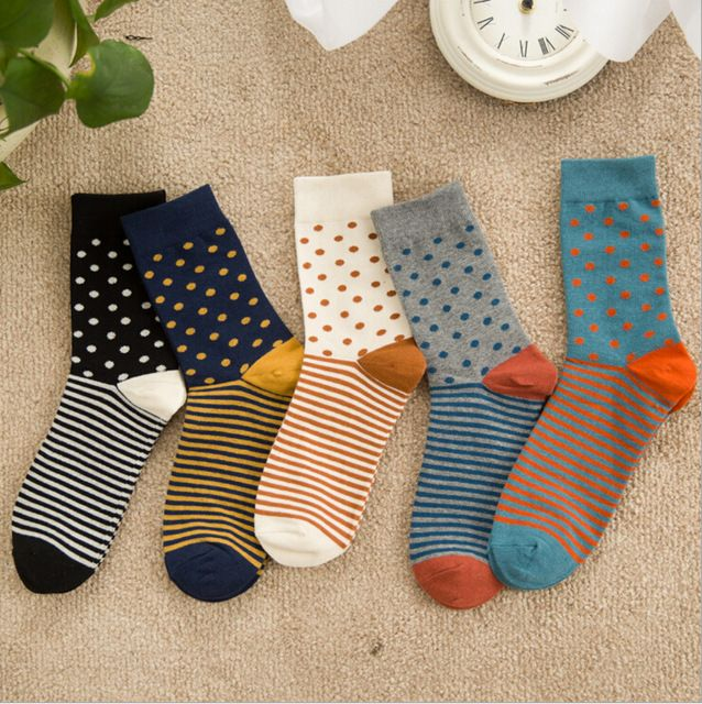 Новый дизайн высокого качества хлопок мужчины осень зима творческий марка счастливые носки с небольшим контрастным цветом точки и полосы
