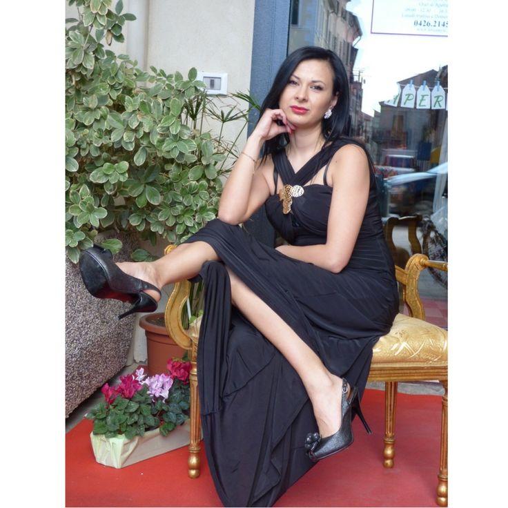 Sexy vestito lungo nero con la decorazione  Scollatura vedo non vedo    Imbottito sul seno    Gonna svasata    Made in UK  https://www.lorcastyle.it