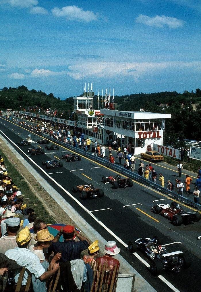 start of the 1969 french grand prix clermont ferrand f1 vintage formula one klassik f1. Black Bedroom Furniture Sets. Home Design Ideas