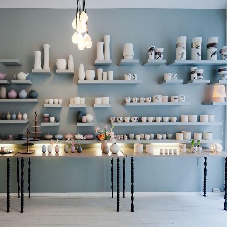 Einmalig schöne Vasen, Dosen und Kannen in der feine dinge Porzellanmanufaktur   creme wien