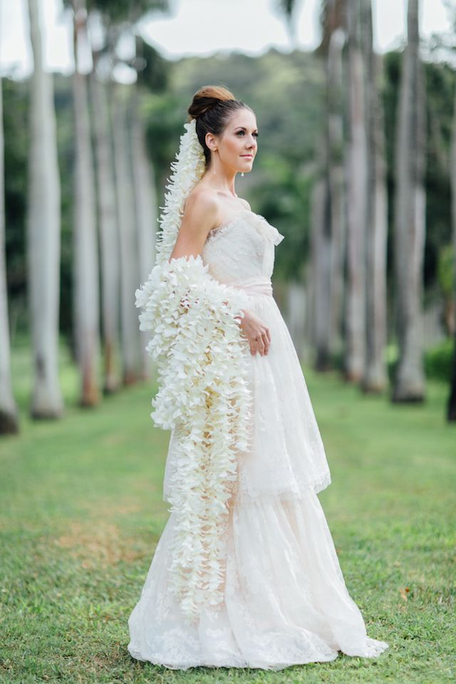 Veil made from orchids | Carmen and Ingo Photography + Moana Events | see more on: http://burnettsboards.com/2014/06/regal-bridal-session-or...