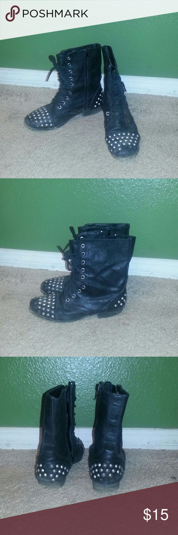 😊😍🤑 BLACK COOL STUDDED COMBAT BOOTS 😊😍🤑 These combat boots are black with silver studs on them look so cool , Some studs are missing maybe like 5 or 6 the rest of the shoe is fine . Madden Girl Shoes Combat & Moto Boots