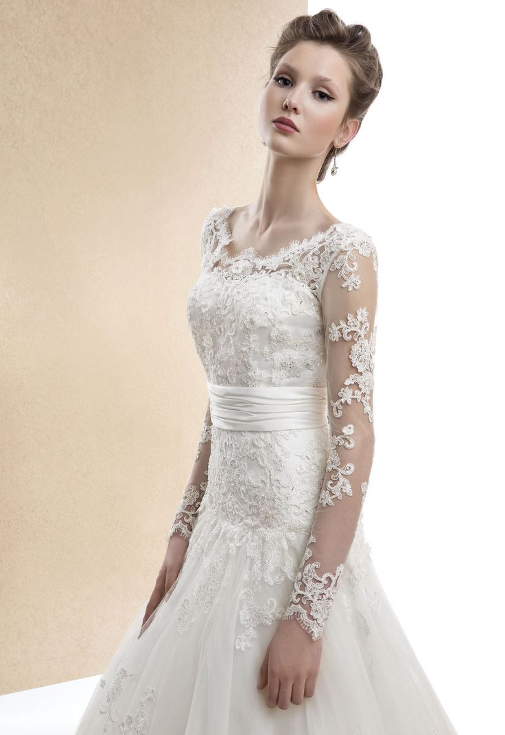 Charming A-line Bateau Beading&Sequins Lace Sweep/Brush Train Tulle Wedding Dresses