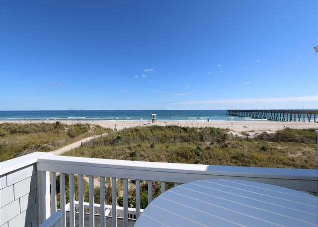 You Ll Have No Worries In This Tastefully Decorated Oceanfront Townhouse Find Pin And More On Wrightsville Beach Vacation