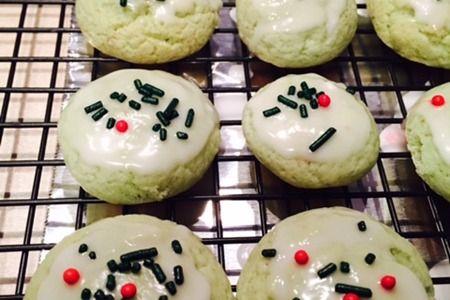 Pistachio Cookies  #pistachoCookies #Green #StPatricksDayCookies #GrinchCookies #ChristmasCookies #Pistachio #TheBlamFam.com