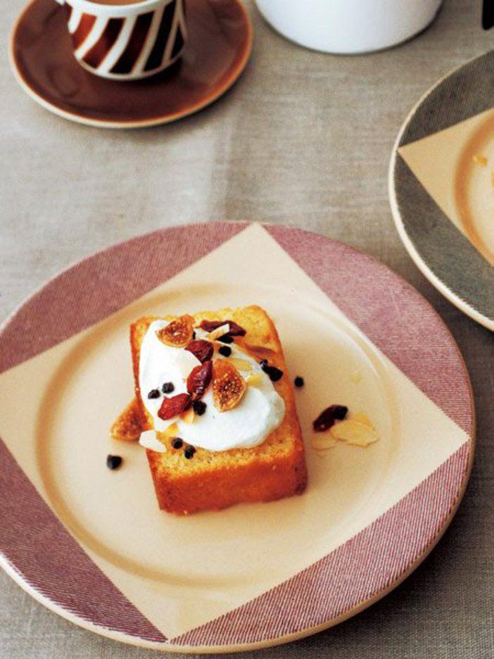 アーモンドパウダーのたっぷり入ったスポンジはパウンドケーキのよう|『ELLE a table』はおしゃれで簡単なレシピが満載!