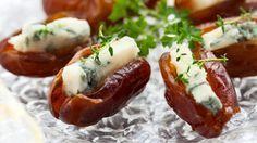 Dattes farcies au bleu _ http://www.cuisineaz.com/dossiers/cuisine/bouchees-aperitif-noel-13942.aspx