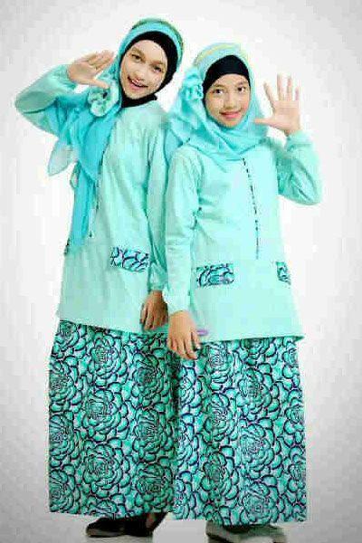 Nibras Teens NT02 – Paduan blus dan rok  untuk remaja berwarna hijau lembut disisipkan motif bunga-bunga yang cantik – Rp. 199.000,- Discount 15% = Rp. 169.000,-