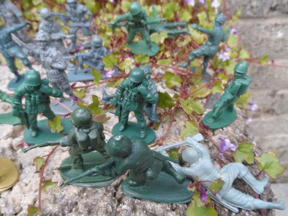 Vintage plastic toy soldiers 1980's vintage by EmpireAntiques