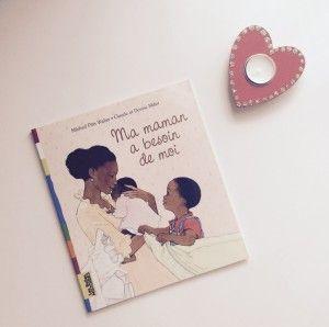 """Vous êtes sur le point d'accueillir bébé nr 2 et cherchez un livre pour en parler avec le grand frère, la grande soeur ? """"Ma maman a besoin de moi"""" est le livre parfait pour ça. Un grand frère très touchant qui ne demande qu'à jouer pleinement son rôle à l'arrivée de sa petite soeur."""