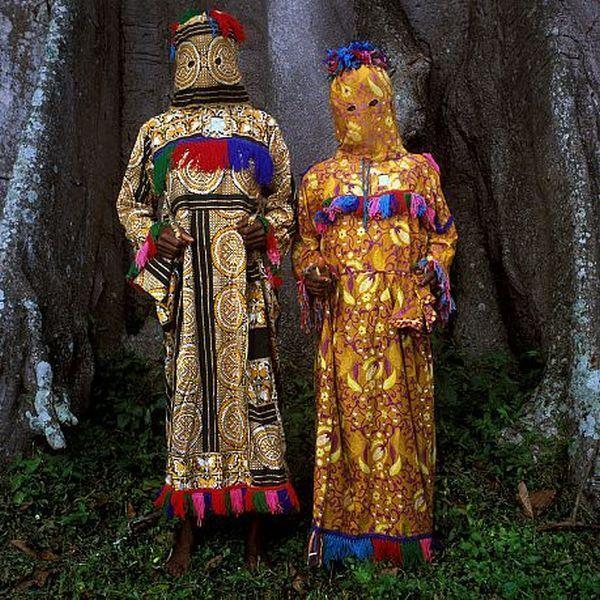 サハラ砂漠以南の西アフリカに現存する独特な伝統衣装 - DNA