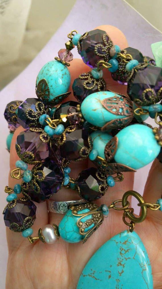 Long collier en turquoisehowlite bleue et cristal par lorenza33