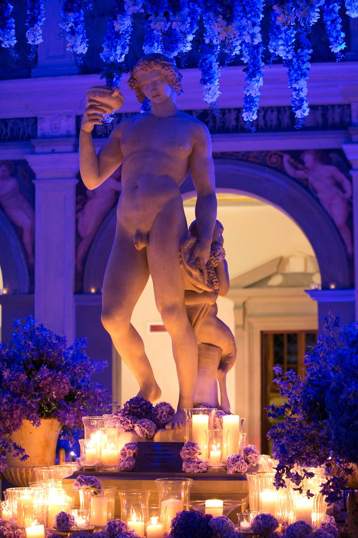 Blue wedding statue decorations, blue hydrangea and candles