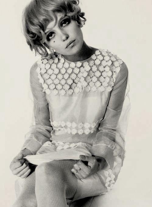 donna mitchell, british vogue, 1965 photo by bob richardson