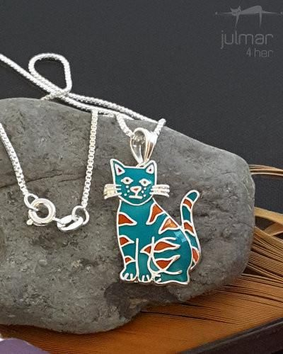This exquisite one-of-a-kind Judith Geiger cat-shaped jewelry set features Roxy the Cat silver earrings, matching pendant and 450 mm silver chain. Crafted of Silver with fine detailing including cat's whiskers, this set shines with highly polished enamel coating which has been applied by talented artisans.