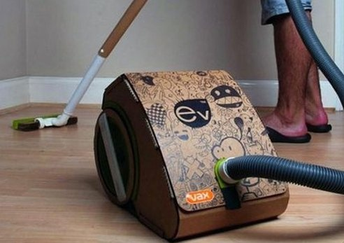 Vacuum cleaner made from its own cardboard packaging