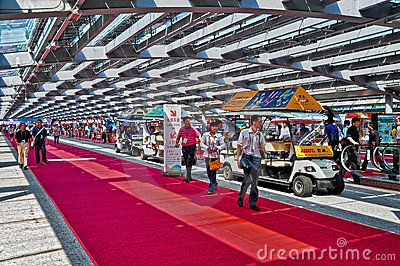 Active visitors and buyers arriving in electric shuttle cars at pearl promenade of canton fair