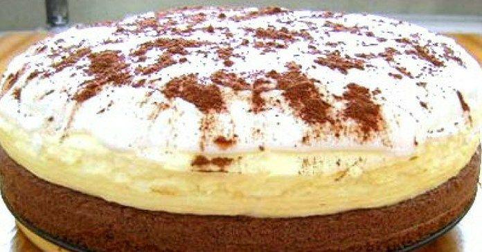 Postup Rozšľahajte žĺtky s cukrom a vodou. Pridajte múku, prášok do pečiva, kakao a jedlú sódu. Nalejte cesto do koláčovej formy. Predhrejte rúru na 200 °C a pečte približne 15 minút. Na krém zmiešajte pol litra vody, cukor a 2 balíčky pudingu. Uvarte v hustý puding. Do ešte teplého pudingu zašľahajte bielky vyšľahané do snehu. …