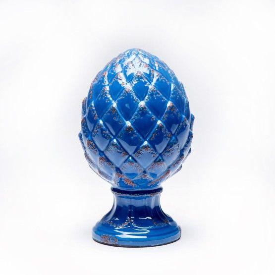 Lindo objeto decorativo, fabricada em cerâmica azul com detalhes rústicos desgastados, pode ser integrada em diversos ambientes como sala, quarto entre outros. Aquele toque especial para encantar e deixar seu ambiente com estilo. Em composição com a pinha grande é uma ótima opção para presentear amigos e familiares. #Pinha #LojaSoulHome