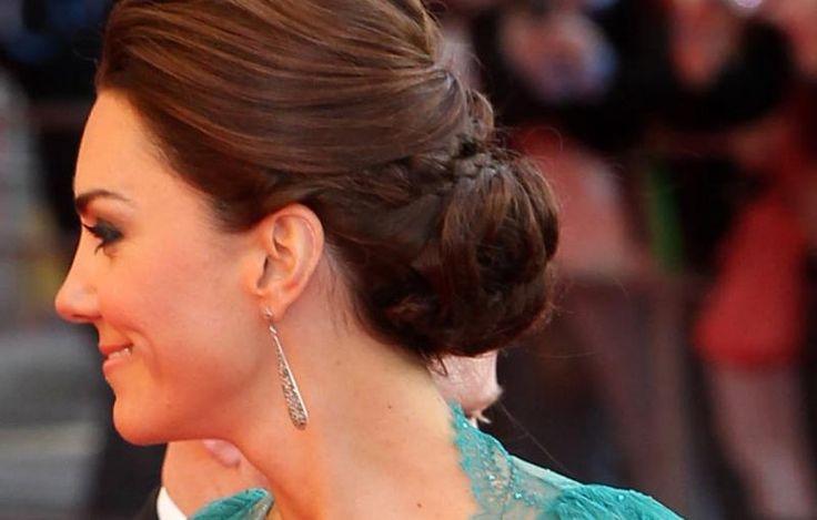 Vakte oppsikt da hun endelig satte opp håret. Slik gjør du det selv.