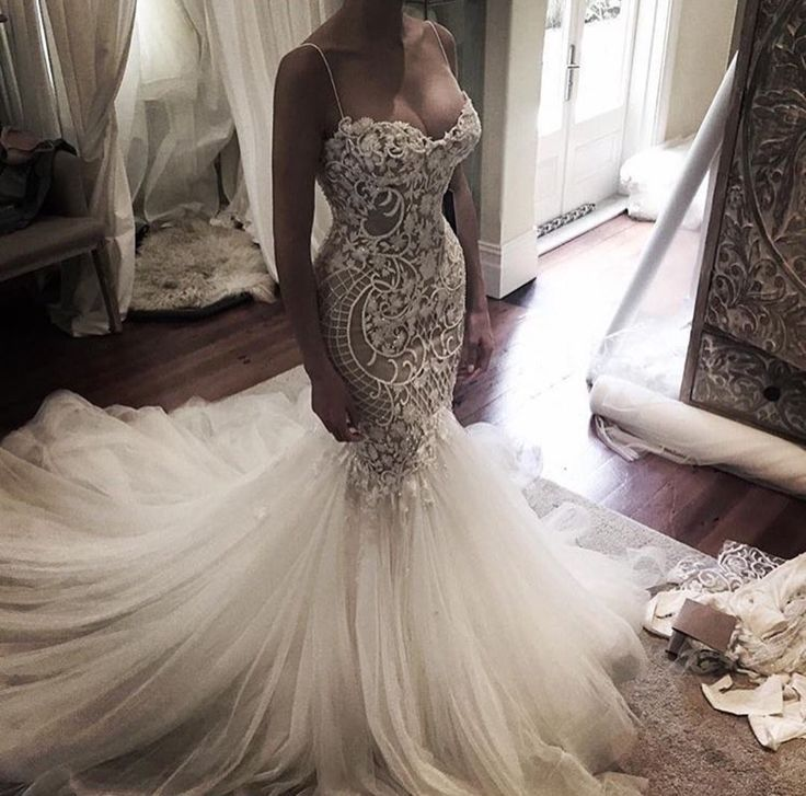 Lace trumpet gown by @leahdagloria