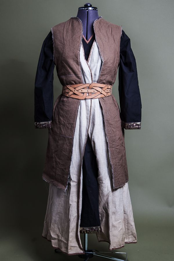 I like the knee length sleeveless jacket. Could be good over the skirt. Ancient world LARP costume for Odyssey LRP - Minoan.