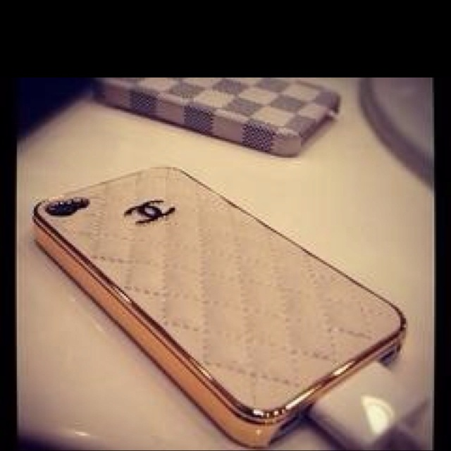 Chanel phone case. Oh where can I find you..: Coco Chanel, Fashion, Style, Phones Covers, Phones Cases, Iphone Cases Covers, Chanel Iphone Cases, Things, Accessories