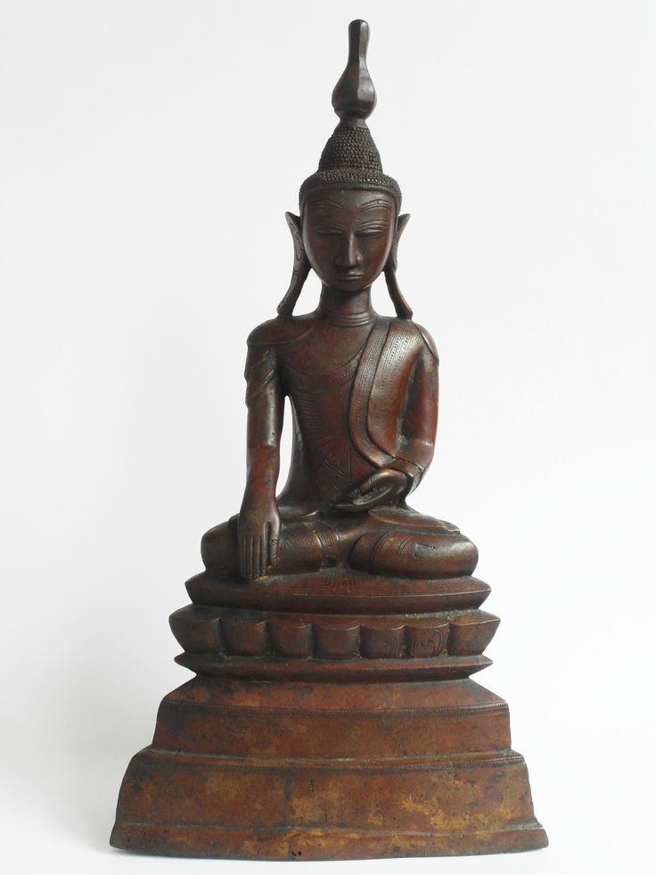 512.1 (BS1) A Large Bronze Seated Buddha Burma, Shan States 18th century H. 37.5 cms, 14 ¾ ins
